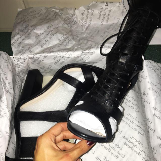 IRIS ROBIN FOOTWEAR
