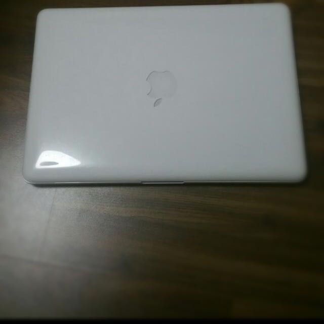 MACBOOK Mid 2010 Laptop White
