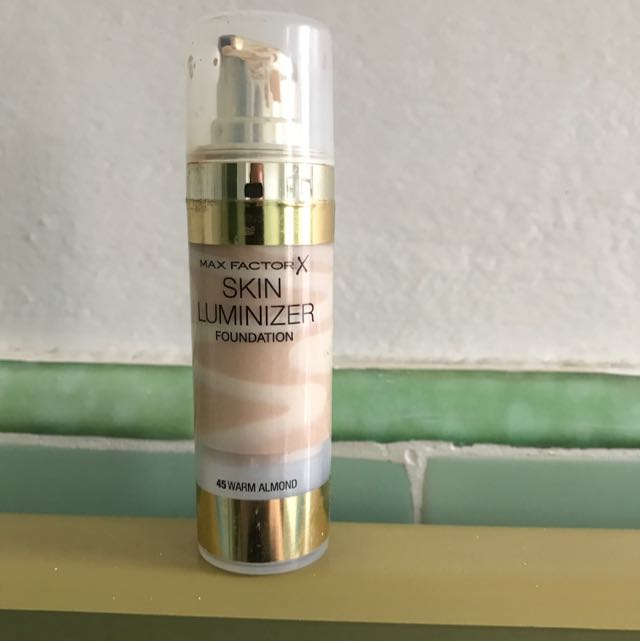 Max Factor Skin Luminizer Foundation. 45 Warm Almond.