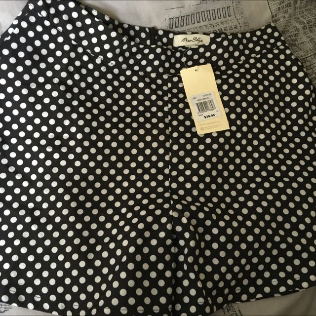 New pair of MISS SHOP shorts in a size 10.