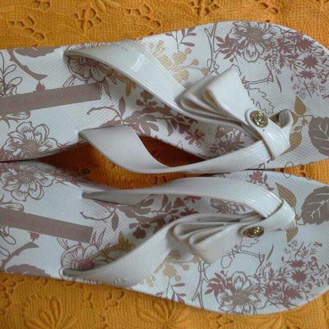 Size 7 Grendah Brand Sandals