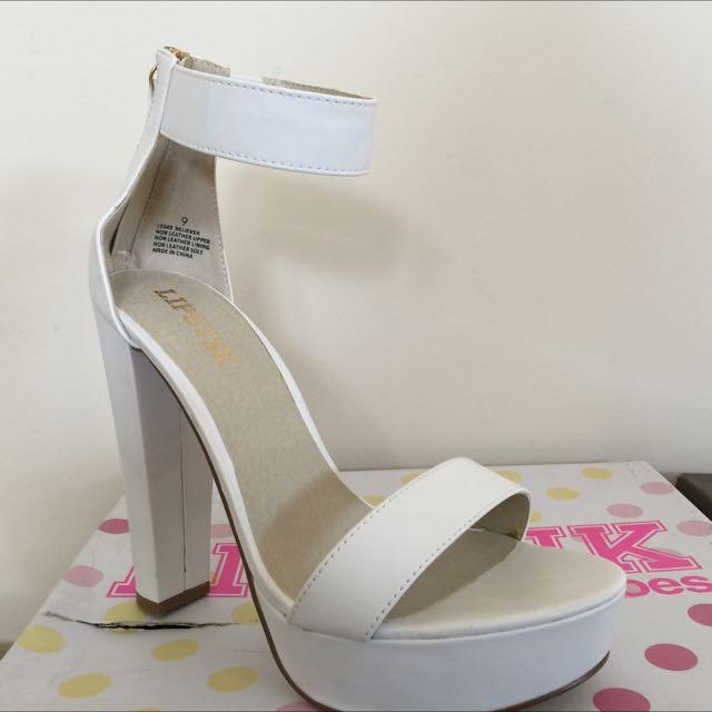 Size 9 pair of white lipstik heels.