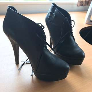 Size 8 Xcesri Boots