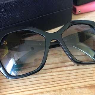 原裝正貨Prada sunglasses