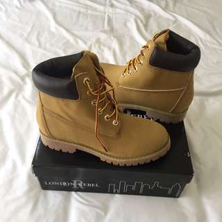 NEW BOOTS Size 7
