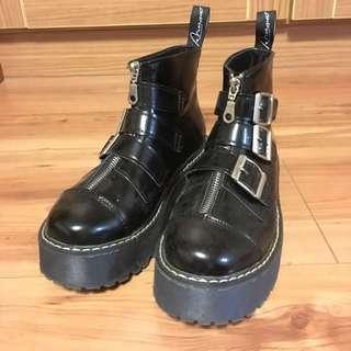 暗黑厚底鞋