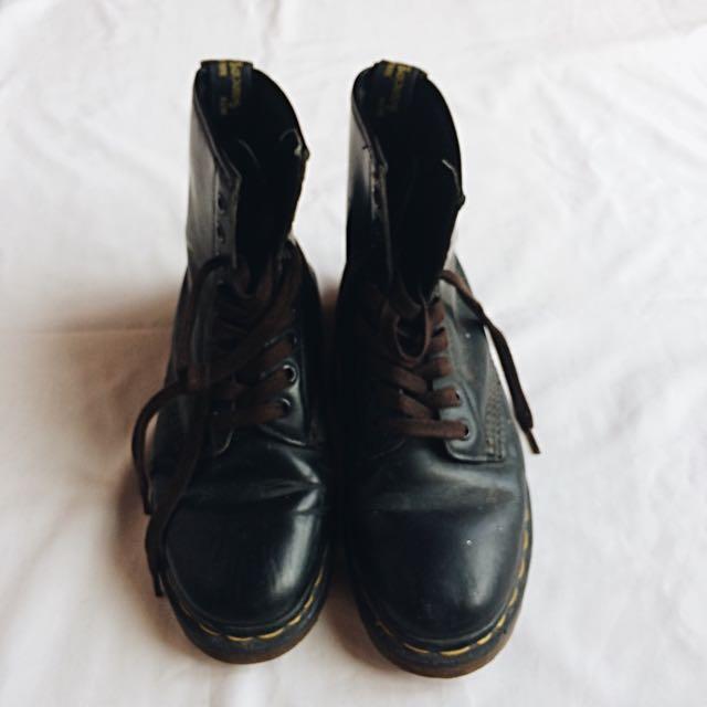 Auth Doc Martens Airwair Boots