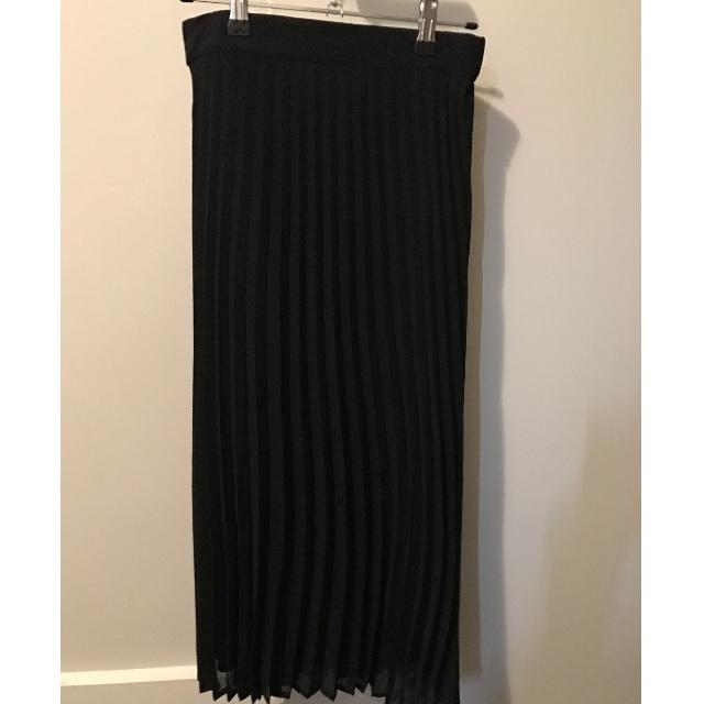 Black chiffon mid legnth pleated skirt size 8
