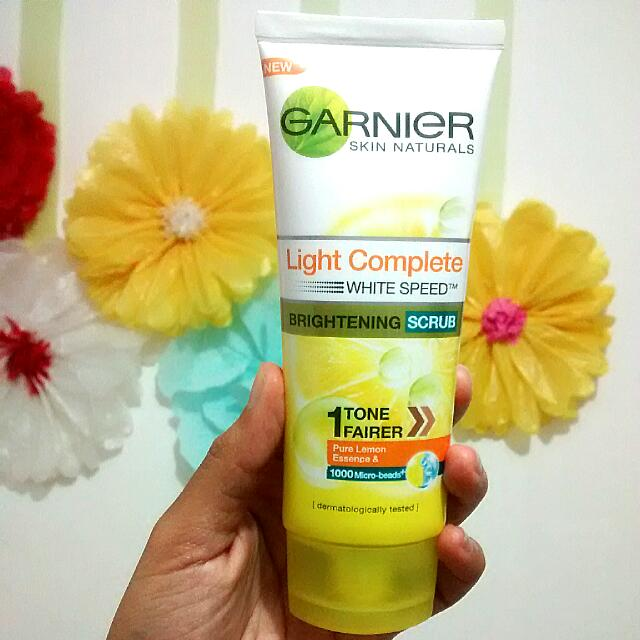 Garnier Skin Naturals Light Complete Brightening Scrub