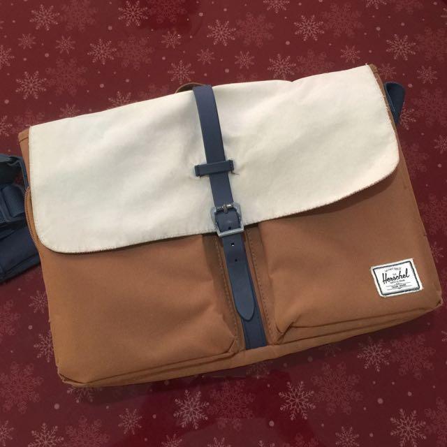 Herschel Columbia Messenger Bag