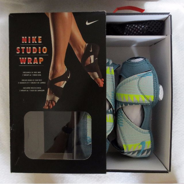 NEW IN BOX! NIKE STUDIO WRAP Size Small (US 6.5 to 7.5) Teal Blue Aztec Print