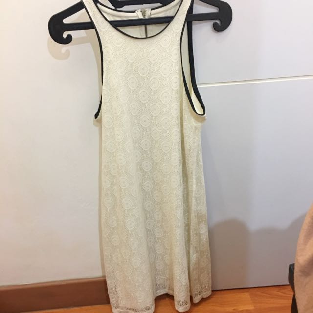 Pull&Bear lacey white dress