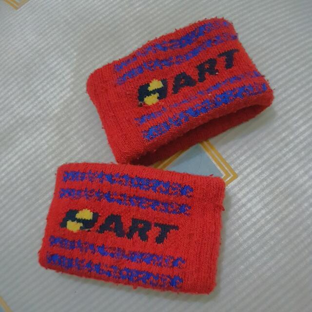 RED WRISTBAND HART
