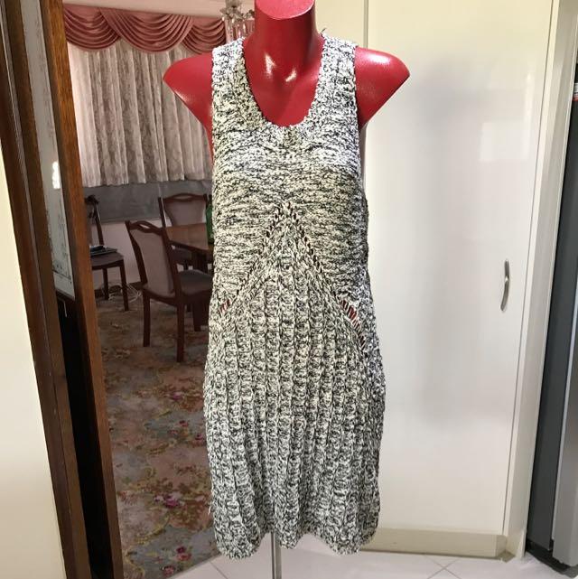 Size 8- Indika Stretchy Woven Dress