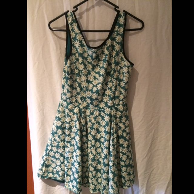 Size 8 Temt Green Dress Flowers