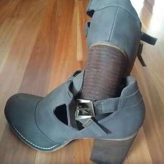 High heal Boot