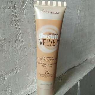 Maybelline Dream Velvet Soft-matte Hydrating Foundation in Natural Beige (75)