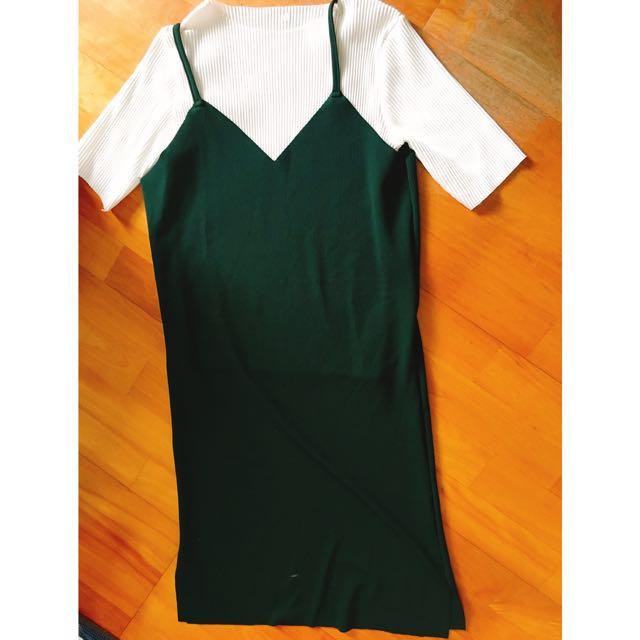 深綠吊帶背心(含白色內搭)