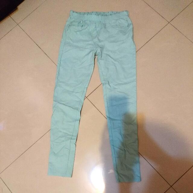 淡綠色緊身褲
