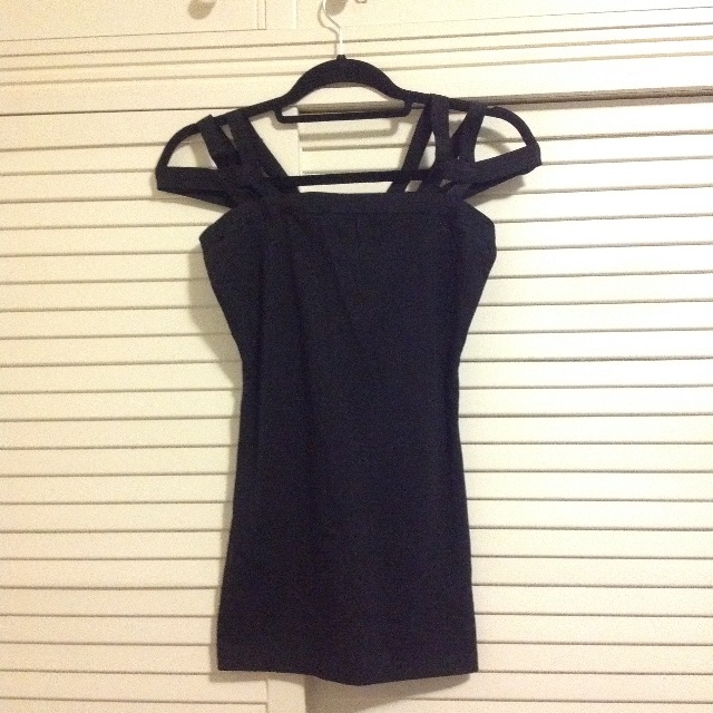 Black strappy off-shoulder singlet tank top