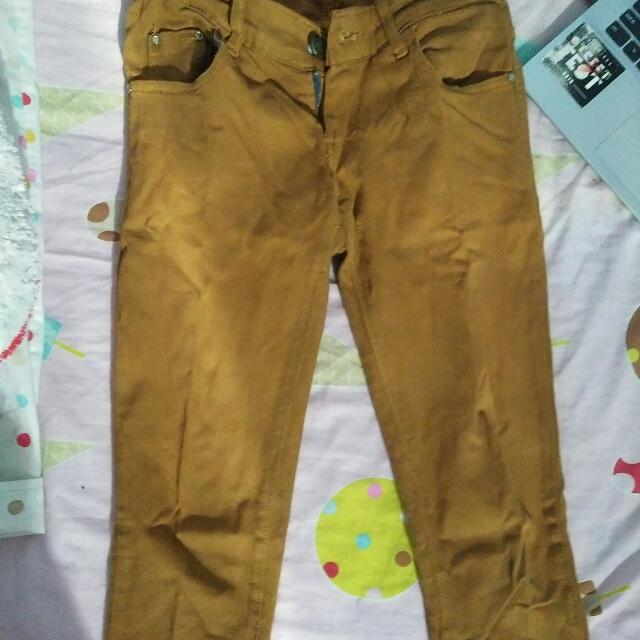 Celana Jeans Baru Sekali Pakai