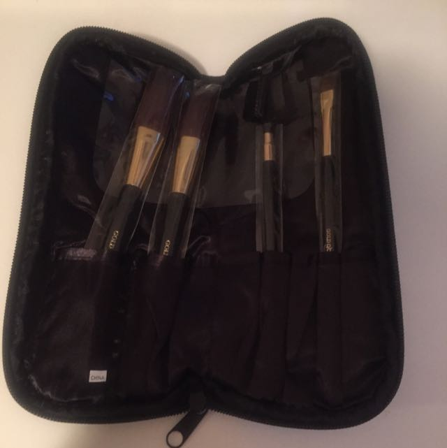"""Gold Buyers"" Makeup brushes + Bag"