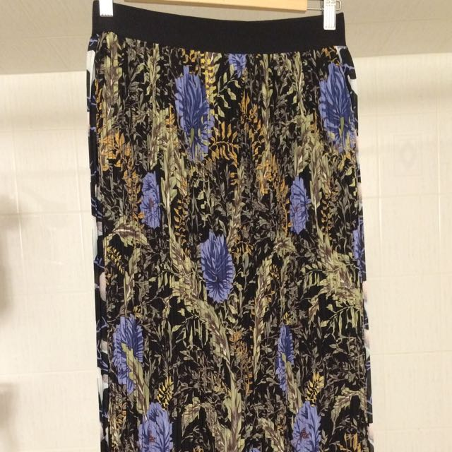 H&M Size S-M (4-6) Maxi Skirt - Dual Patterned Pleated Chiffon with Elasticized Waistband
