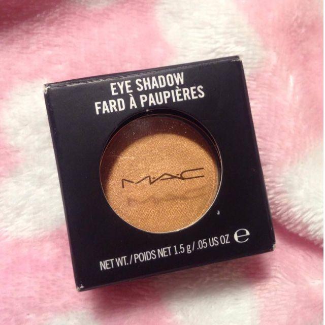 "MAC Eyeshadow in ""Goldmine Frost"""