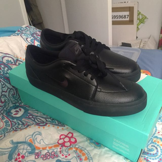 NIKE SB LEATHER SHOES BRAND NEW