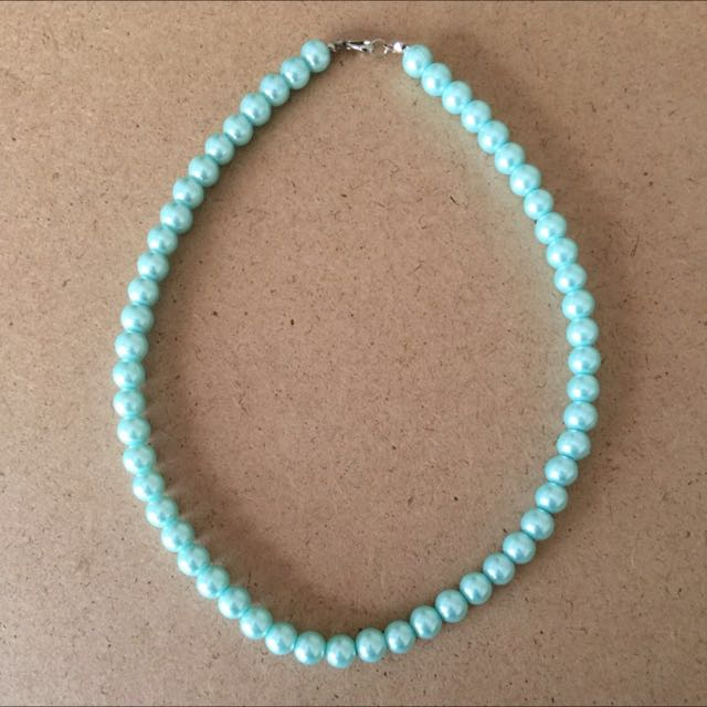 Pearl necklace with a matching pair of earrings.
