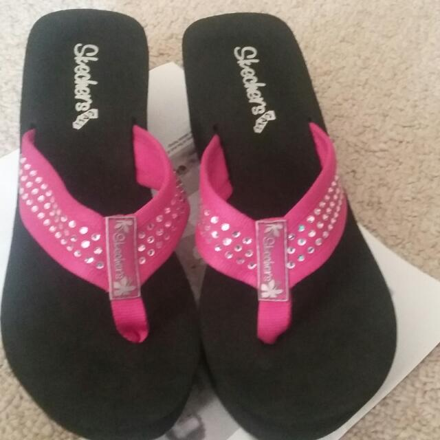 Skechers Slippers Size 9