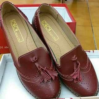酒紅 雕花 包鞋(價錢包含運費)