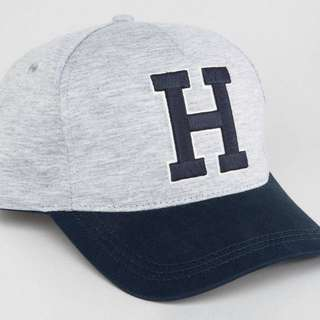 Tommy Hilfiger H cap in grey.