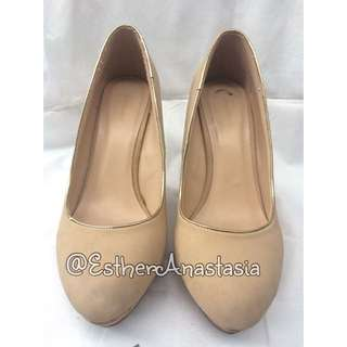 URBAN & CO NUDE WEDGES