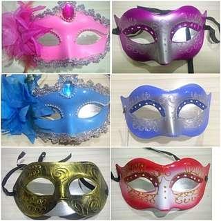 Lot Of 6 Masks (maskara)