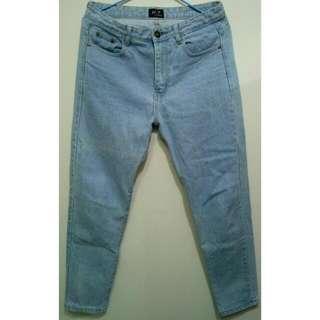 九分淺藍牛仔褲