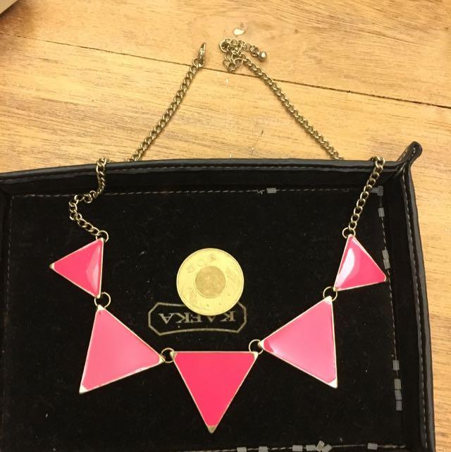 螢光粉紅幾何三角項鍊