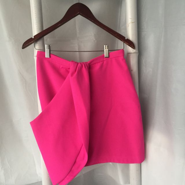 Finders Keepers Hot Pink Mini Skirt Size M