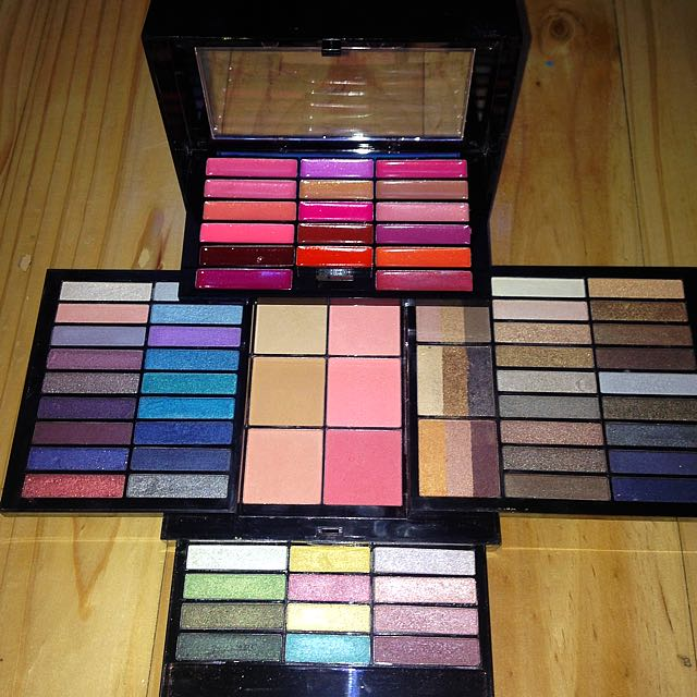 Multi-tiered Makeup Kit