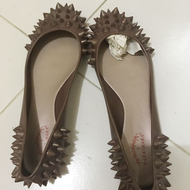 Sepatu Studd barabara