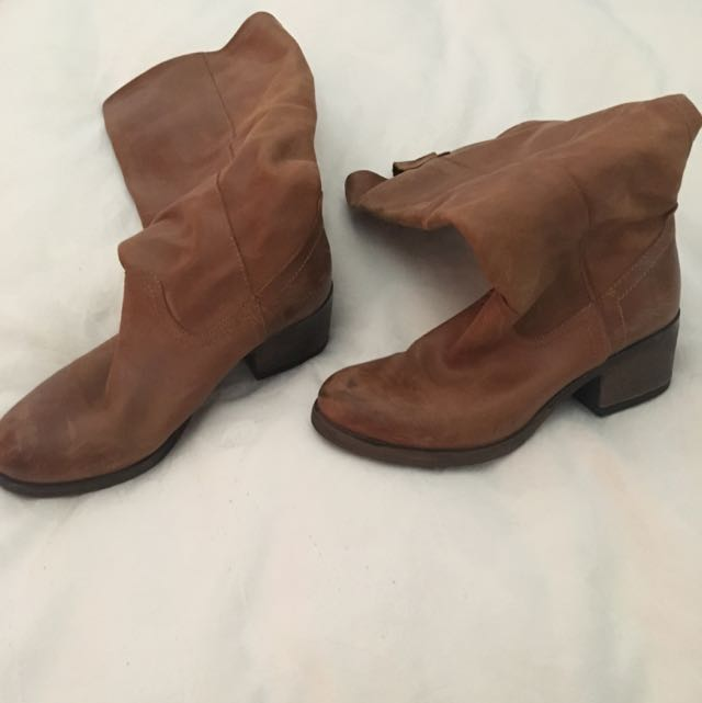 Tan Boots Size 39