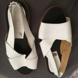Size 6 Vero Cuoio Slip On Shoes