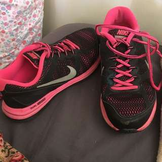 Nike Dual Fusion Pink And Black Size 6