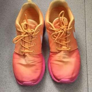 Nike Roshe Run Women's Size 7