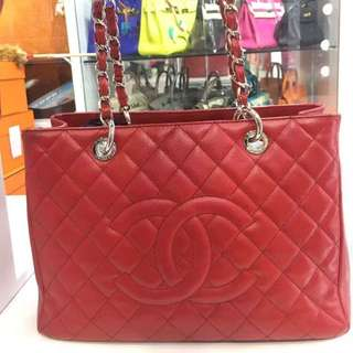 Chanel 紅色荔枝牛皮GST,HKD 11500秒