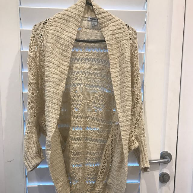 DKNY KNITTED SHRUG SIZE P/S which is Size 6 To 8. Cream colour