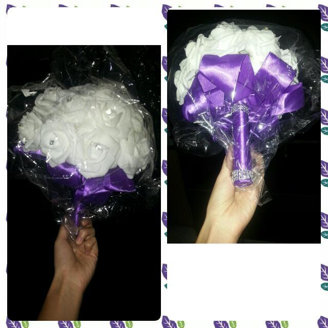 Hand Bouquet Imitasi - Putih Ungu