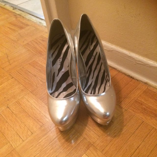 Silver Heels/ Pump