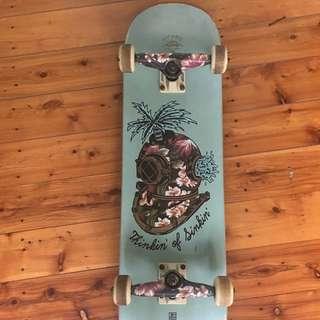 Girl's Globe Skateboard
