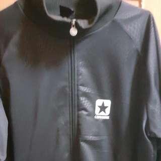 美國 converse 休閒外套 超級好看  原價2680   現在只要700元呦~  歡迎提問~本賣場任選三樣免運費呦~~